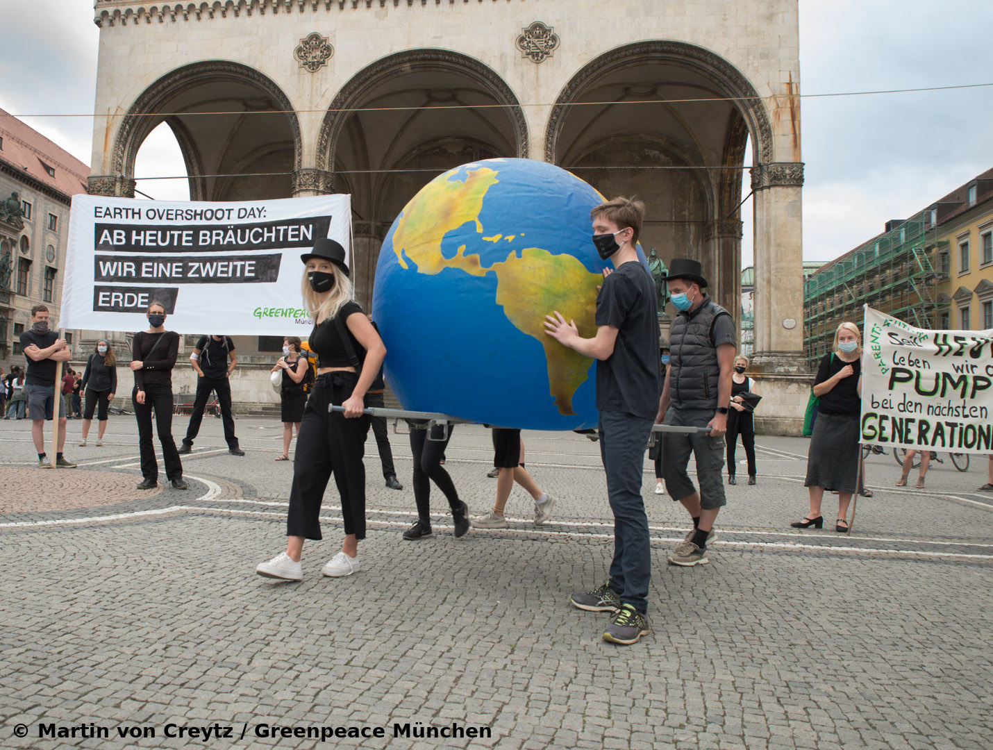Start des Trauerzugs zum Earth Overshoot Day