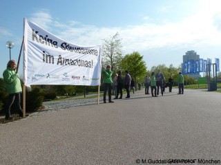 greenpeace_muenchen_staudamm_amazonas_tapajos_allianz_hauptversammlung_20160504